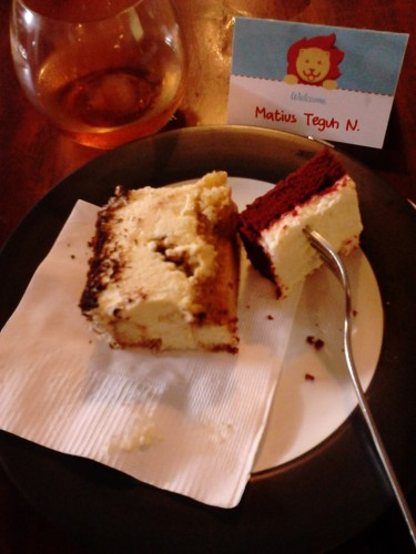 Red Velvet Cake dan Tiramisu
