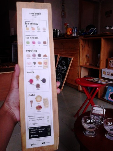 Papan menu Masbash Monster Ice, Bandung