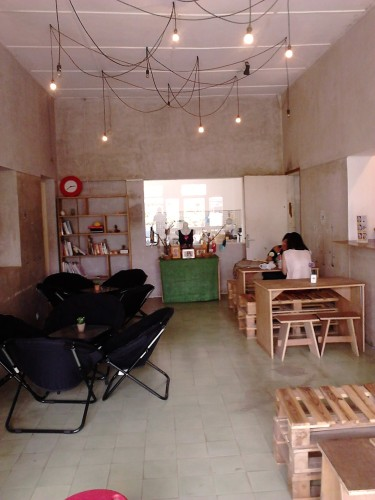 Interior cafe Masbash Monster Ice, Bandung