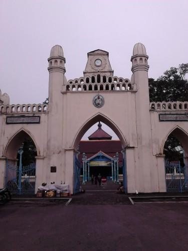 Gapura di pintu masuk Masjid Agung Surakarta