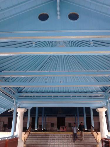Serambi (tratag rambat) Masjid Agung Surakarta, dibangun oleh Paku Buwono pada 1850
