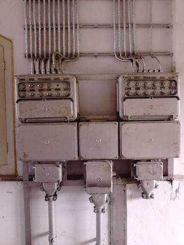 Pusat kontrol listrik model lawas