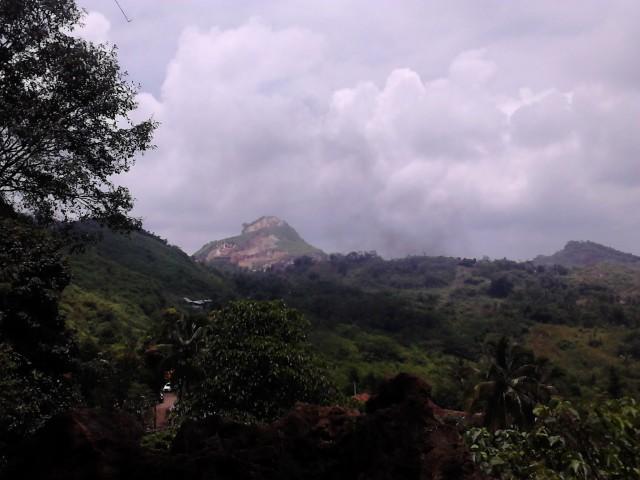 Pemandangan dari atas Goa Pawon