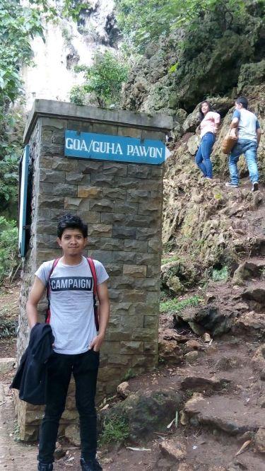 Selfie dulu dong di depan Goa Pawon