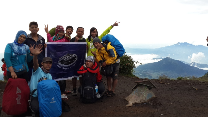BACKSTRIP di Puncak Triangulasi, Gunung Merbabu.