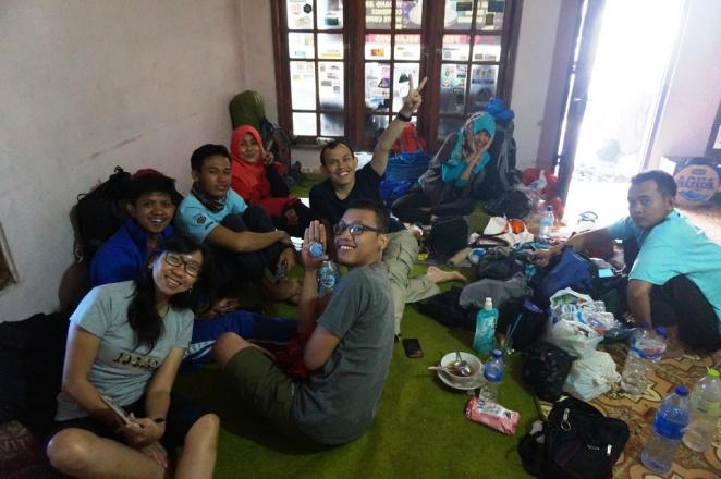 Pagi hari di basecamp Selo, Gunung Merbabu.