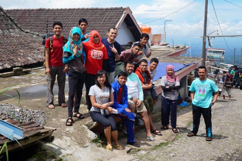 Foto penutup hari itu di basecamp Selo, Gunung Merbabu.