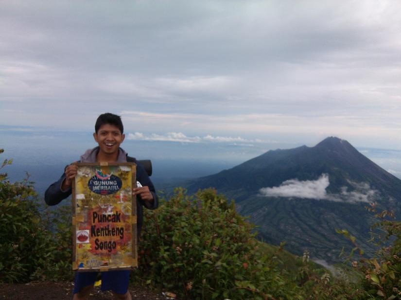 Foto sendiri di Puncak Triangulasi, Gunung Merbabu.