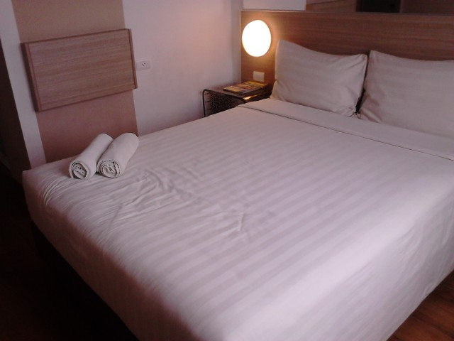 Ranjang (bed) Tune Hotels / Red Planet, Solo
