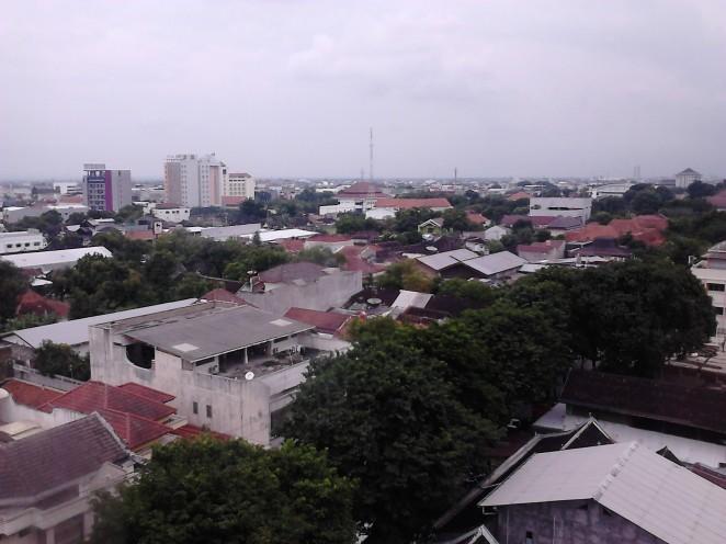 Pemandangan kota Solo dari kamar lantai 9 Tune Hotels / Red Planet