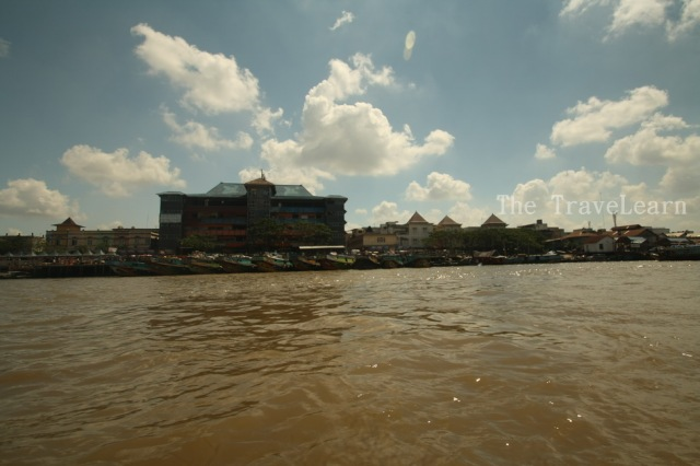 Pasar 16 Ilir at the other side of the Musi River