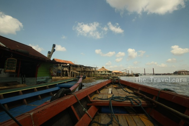When we were stopped to refill the fuel. I saw the local houses along the Musi River.