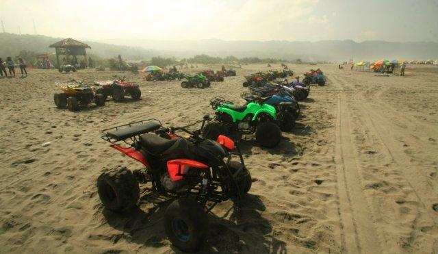 Wahana ATV di Pantai Parangtritis, Yogyakarta