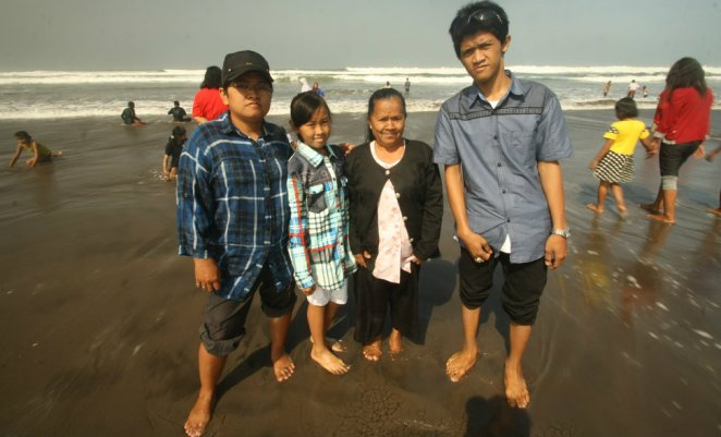 My sister, niece, mother, and nephew at Parangtritis Beach, Yogyakarta