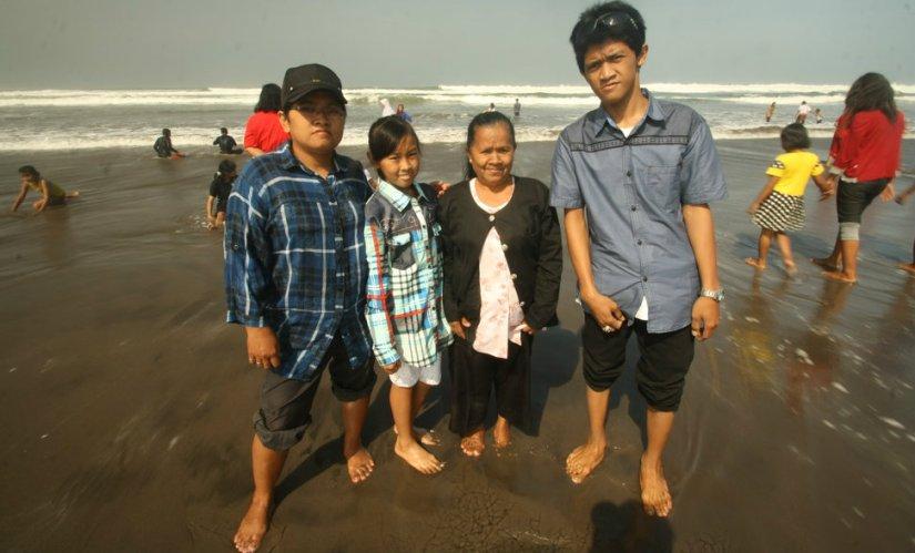 My sister, niece, mother, and nephew at Parangtritis Beach, Yogyakarta