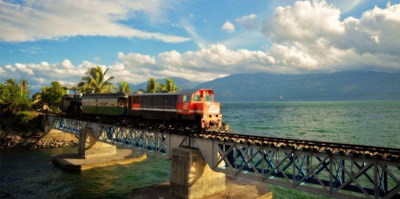 Kyaaaaaa kereta wisata Danau Singkarak! | Foto diambil dari sini