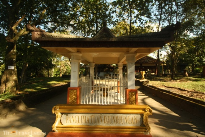 Salah satu makam di Bukit Siguntang, Palembang