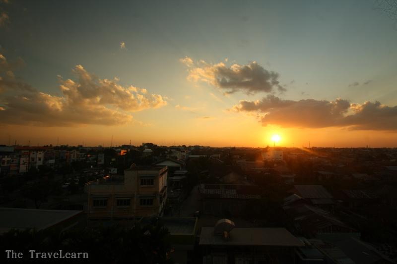 Jelang sunset di kota Palembang