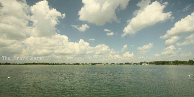 In fact, kami bersantai di danau Jakabaring ini saat siang terik.