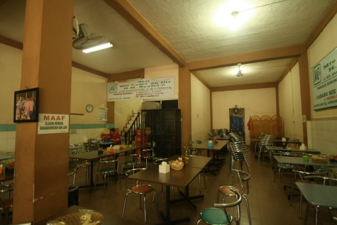 Interior warung makan Mie Celor