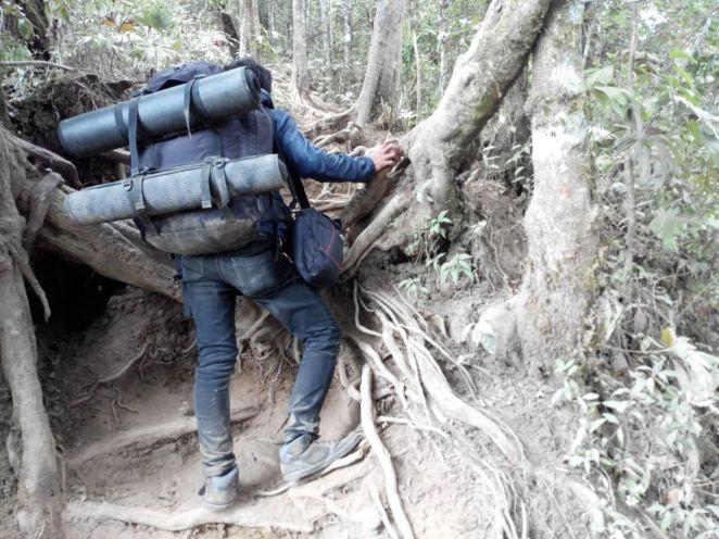 Bisa dibayangkan betapa berdebunya Gunung Cikuray ini?