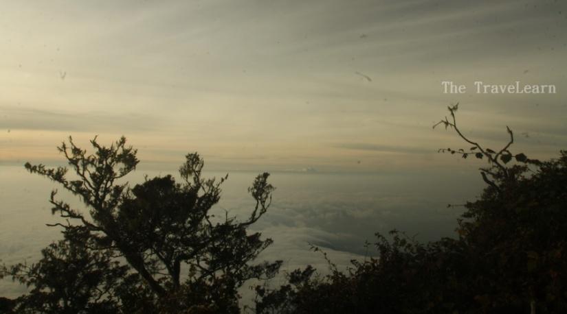 Formasi samudera awan yang tampak bagai pusaran angkasa