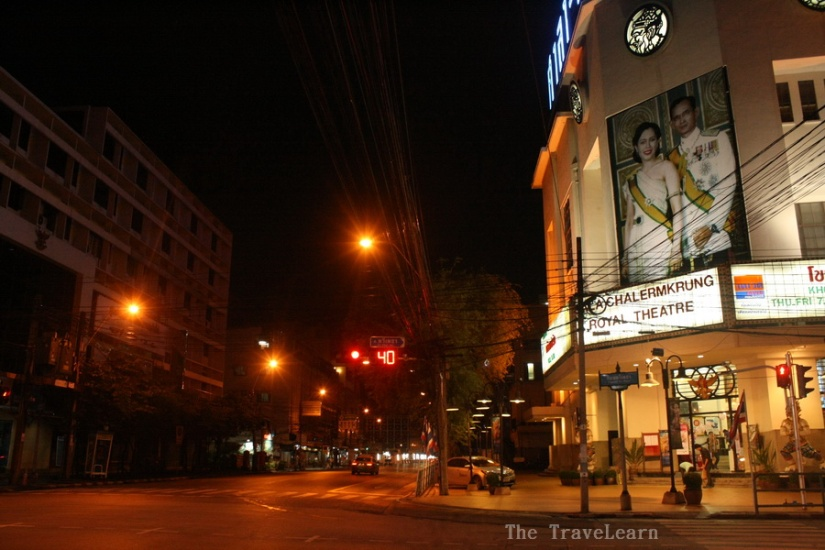 A very quiet street at Bangkok old city area