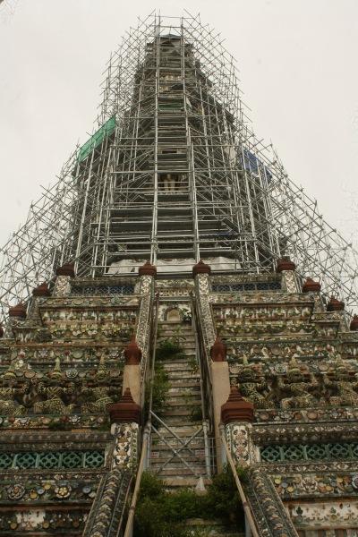 Steep staircase to the prime spire | Anak tangga curam menuju menara tertinggi