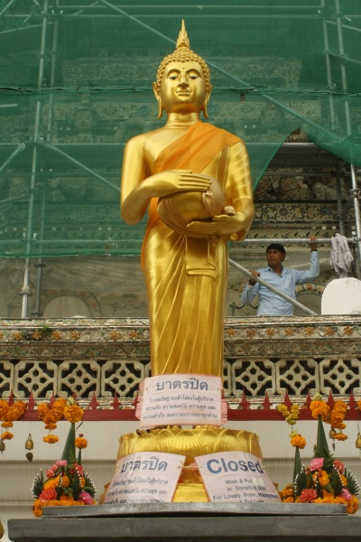 Golden Buddha image at Wat Arun