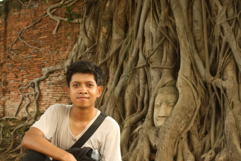 Took a pose with the iconic Buddha image