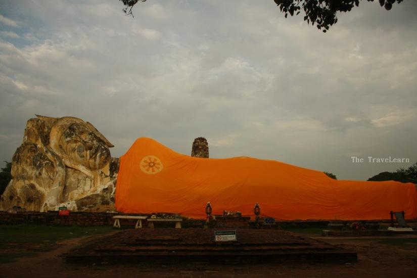 Reclining Buddha image at Wat Lokayasutharam