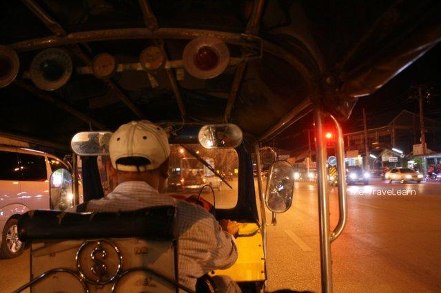 Taking a tuktuk to the border