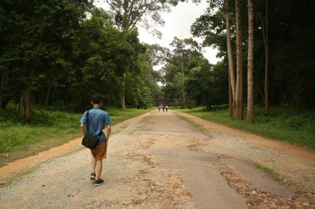 Jalanan di Angkor bisa kayak gini, galau-able banget!