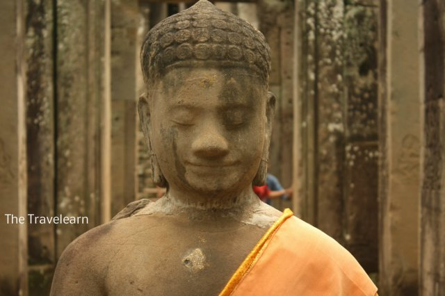 A smiling Buddha image at Bayon