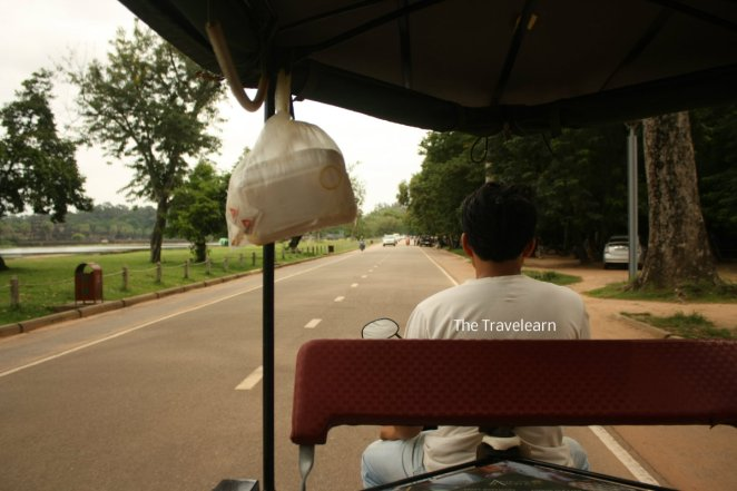 Sopir tuk-tuk inilah yang mengantar kami ke Angkor Wat