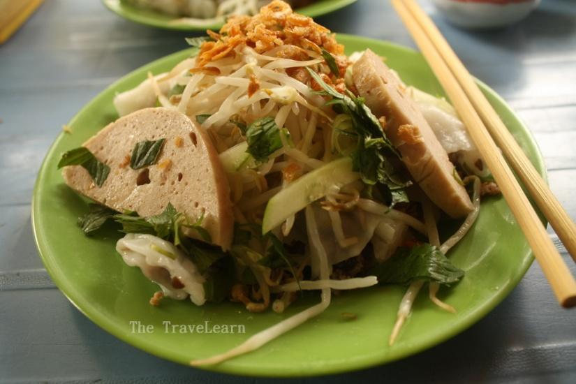 Banh Cuon Nong (Vietnamese Rice Noodle with Pork & Mushrooms)