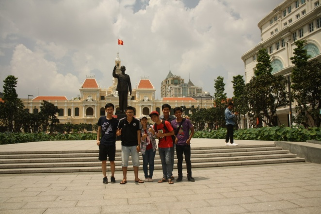 Taking a wefie in front of HCMC City Hall (Dicky - Ramon - Truy - Tu - Anh - me)