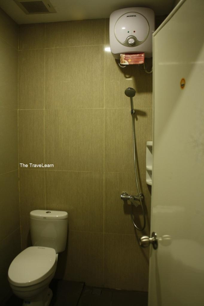 Shower RedDoorz Mangga Besar, Jakarta