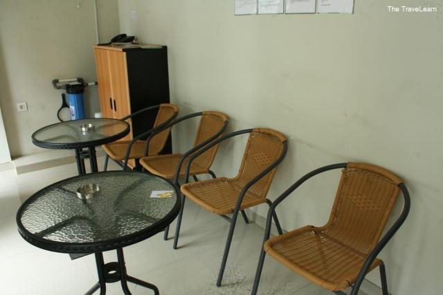 Receptionist room, RedDoorz Mangga Besar