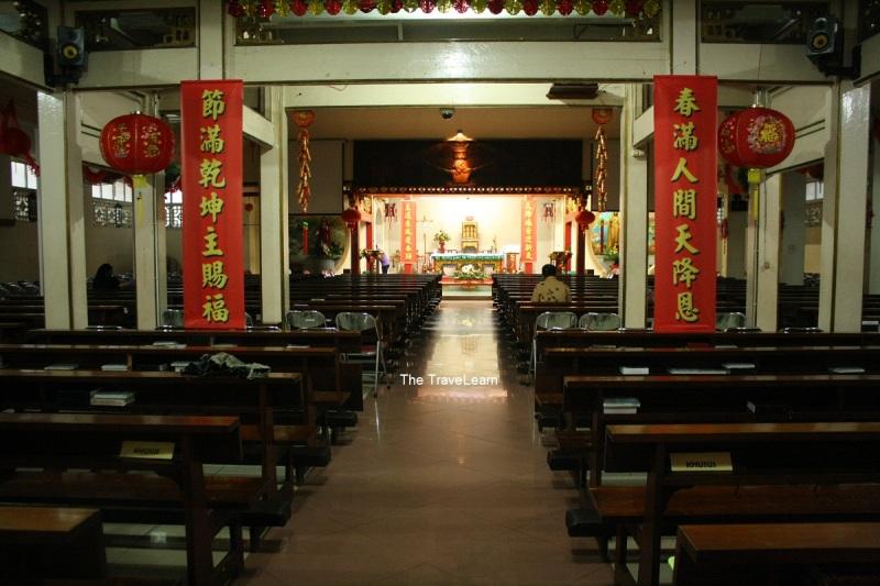 Di dalam Gereja Katolik Santa Maria de Fatima