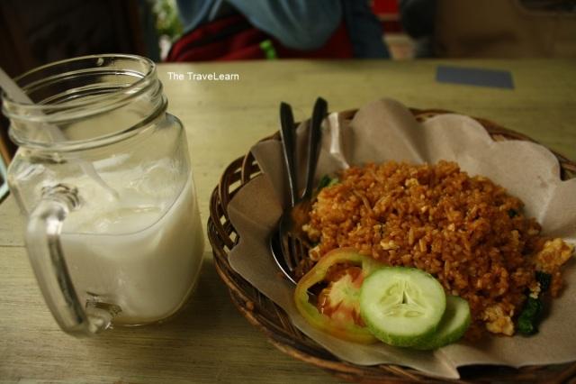 Nasi Goreng Kekotaan dan Iced Milk
