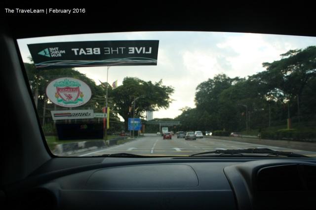 Berkendara membelah jalanan Kuala Lumpur, Malaysia