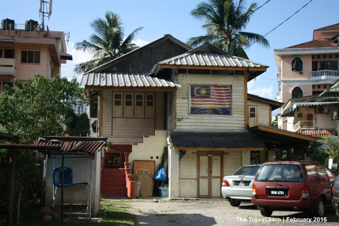 Sebuah rumah kayu tradisional Melayu di Kampung Bharu