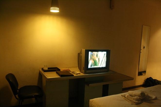 Televisi dan meja kursi