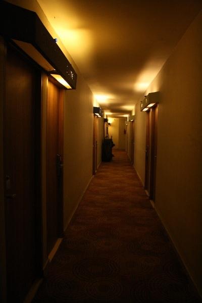 Lorong temaram Papa Ho Hotel