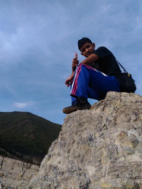 Batu besar sebagai titik wahid berfoto