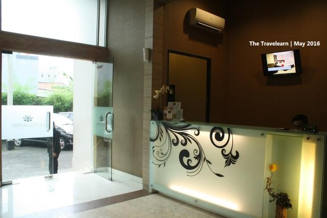 Lobi dan resepsionis Gloria Suites, Jakarta