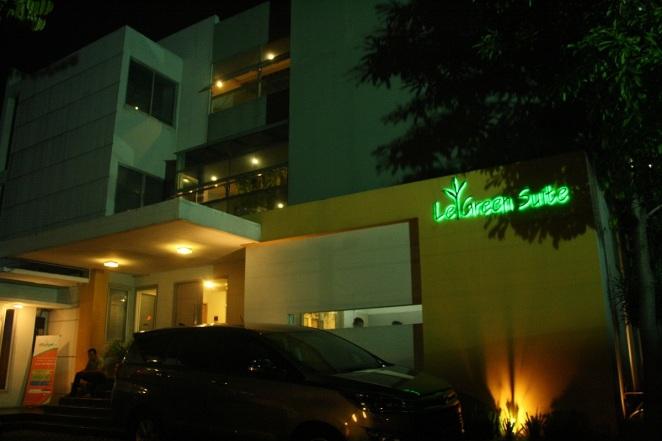 LeGreen Suite khas dengan huruf berwarna hijau