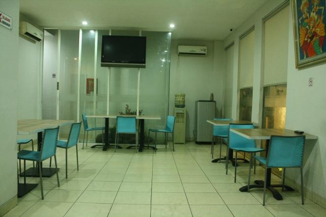 Lobi dan ruang makan
