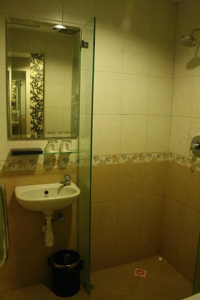 Shower, Gloria Suites Jakarta